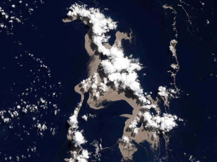 岛国汤加海底火山喷发的浮石筏抵达澳大利亚:可能正是白化大堡礁救星