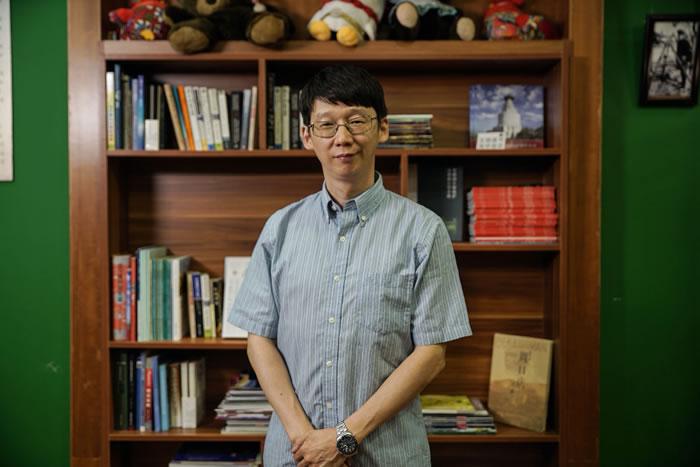 王原,中国古动物馆馆长,中国科学院古脊椎动物与古人类研究所研究员,博士生导师。主要从事古两栖爬行动物研究与地质古生物学科普工作,曾获国家自然科学奖、全国创新争先