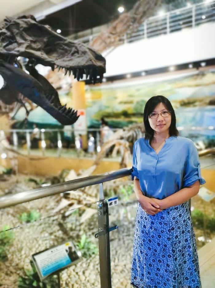 葛旭,中国古动物馆社教部主任,高级馆员。主要从事与古生物有关的科普教育和科普展览设计工作。主持并参与过多次中科院、北京市的科普项目。著有《听化石的故事》《证据·