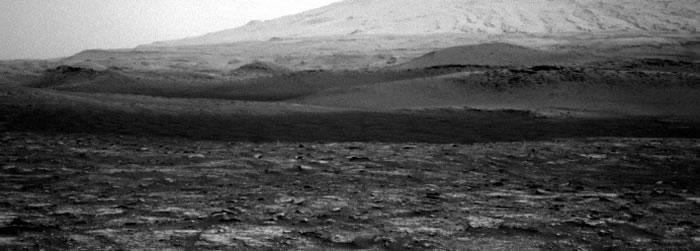 """""""好奇号""""漫游车捕捉到一个""""尘魔""""在火星干燥地表上""""巡游"""""""
