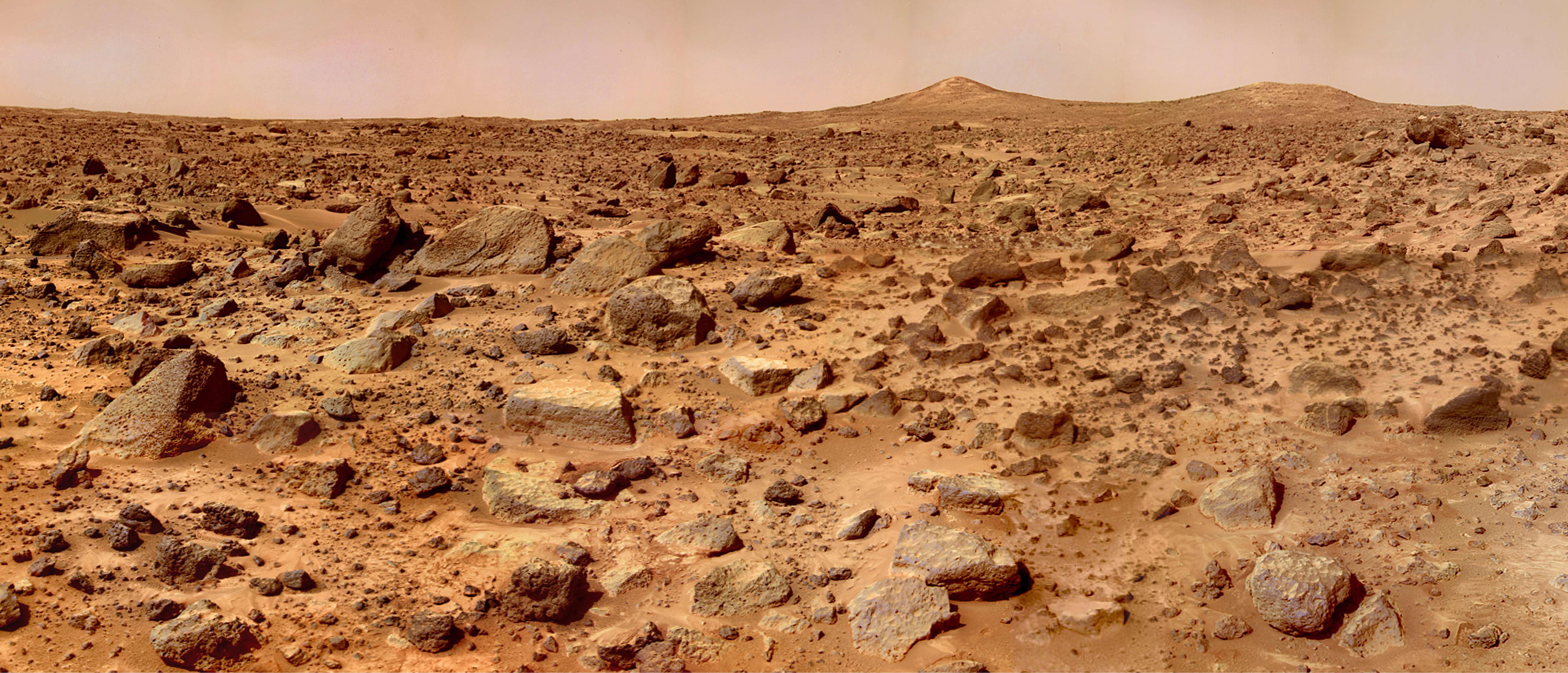 """NASA档案旧火星图像引起新一代太空爱好者注意 展示火星""""双峰""""景象"""