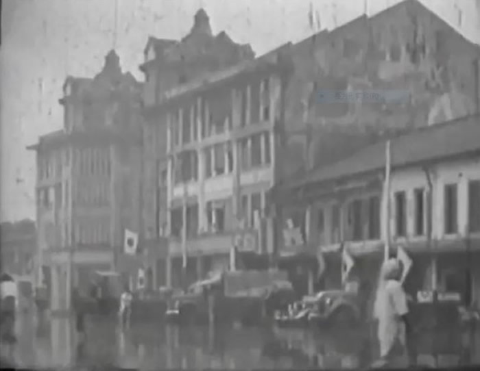 「九四二〇部队」影像资料,当中包括部队本部爱德华七世医学院大楼周边环境及外观。(图/翻摄自记录片画面)