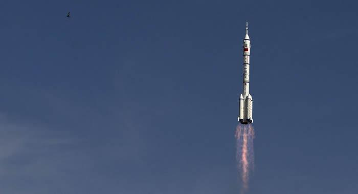 中国可重复使用的试验航天器经过两天飞行已经返回地球并成功在指定地点着陆