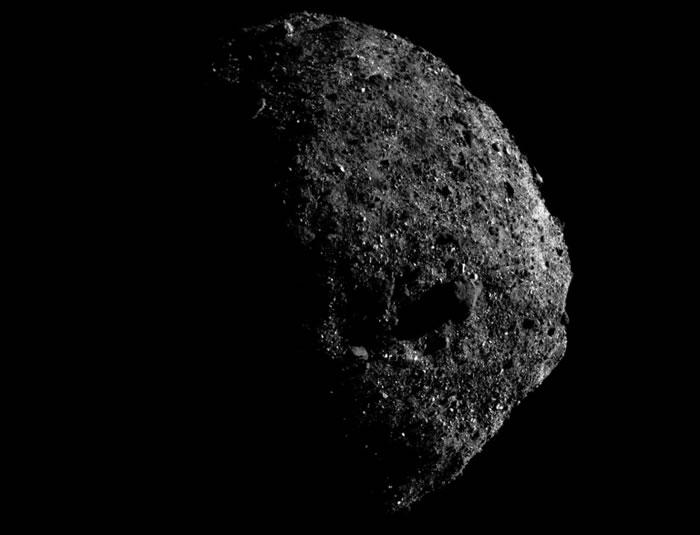 小行星Bennu为何将自己表面的碎片抛向太空?