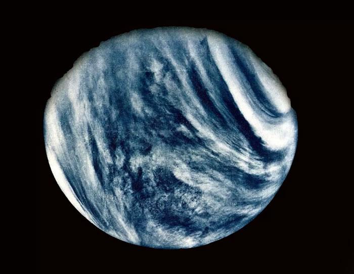 研究称微生物生命可以在金星的大气层中生存