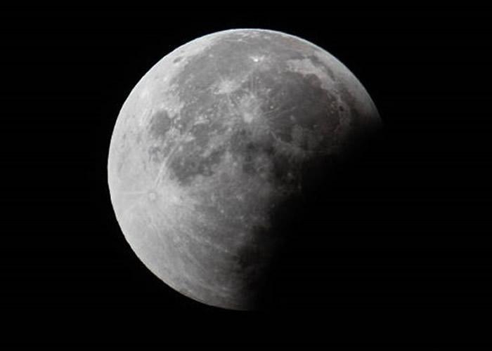 美国太空总署(NASA)寻找有意收集月球表面岩石和泥土的私人企业