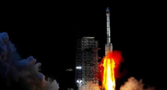 """中国预计今年底之前发射""""嫦娥五号"""" 实现月球区域软着陆及采样返回"""