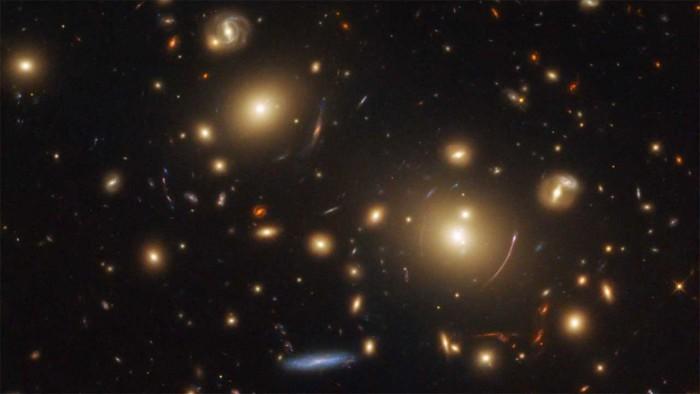 宇宙开始变得有点怪异 科学家认为大家忽略了宇宙的基本成分