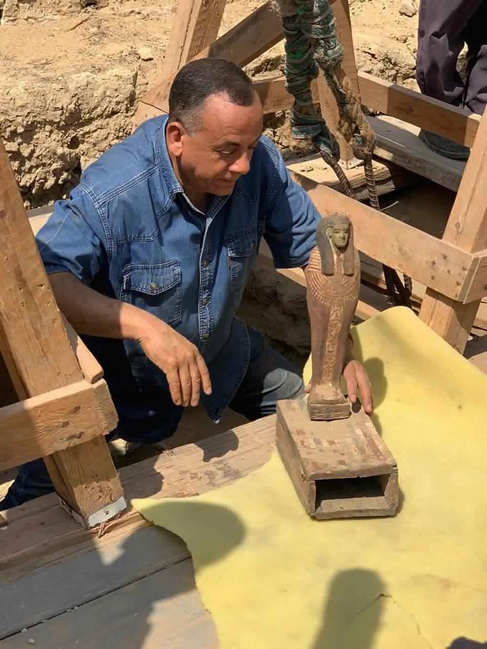 考古学家在古埃及萨卡拉墓地中发现2500多年前的27具石棺