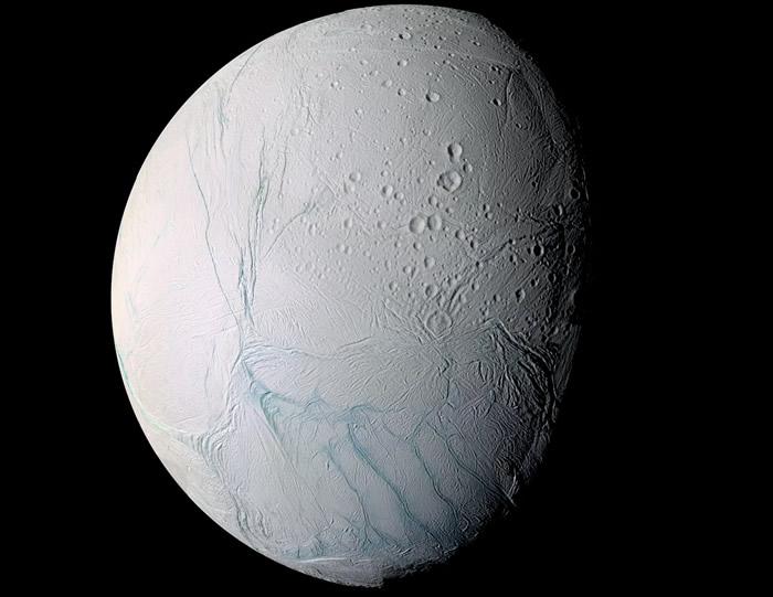 土卫二可能比想象中还要更活跃 液态水从冰层的巨大裂缝中喷涌而出