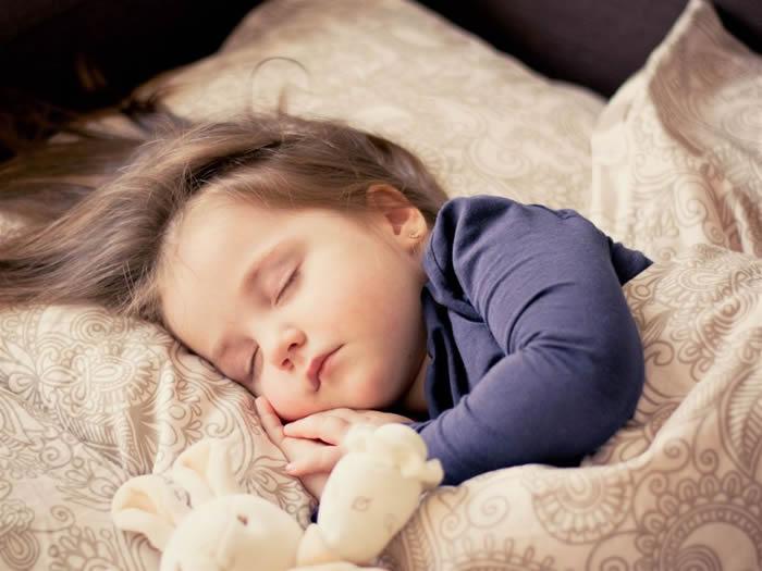 为什么婴儿时期的睡眠时间比成年人多?人类在不