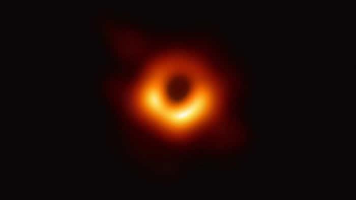 """M87星系中心的超大质量黑洞会""""晃动"""""""