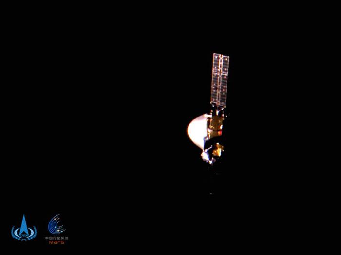 中国火星探测器天问一号1亿公里外太空自拍 用五星红旗为十一国庆表达祝褔
