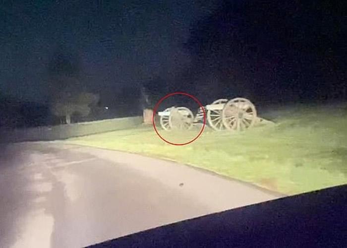 美国男子在宾夕凡尼亚州葛底斯堡之役战争遗址