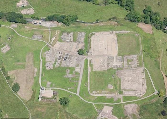 哈德良长城是英国的历史地标。