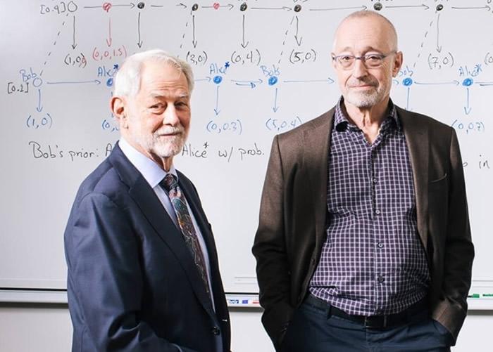 威尔逊(左)与米尔格罗姆(右)夺得诺贝尔经济学奖。