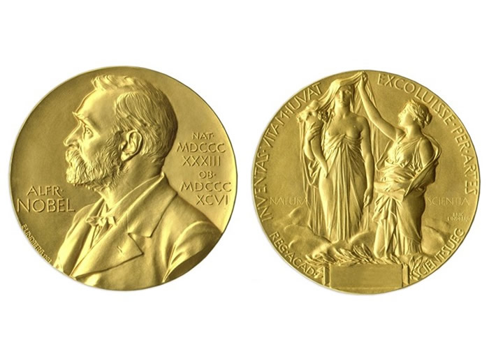 (左起)彭罗斯、根策尔及盖兹获得诺贝尔物理学奖。