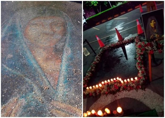 民众以鲜花和蜡烛(右)围绕以粉笔绘画的圣母玛利亚像(左)。