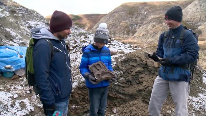 加拿大12岁男孩到艾伯塔恶地远足时发现6900万年前鸭嘴龙化石