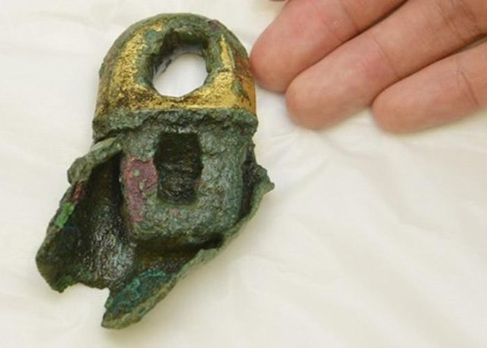 日本奈良飞鸟寺出土的风铎或使用海外生产的铅
