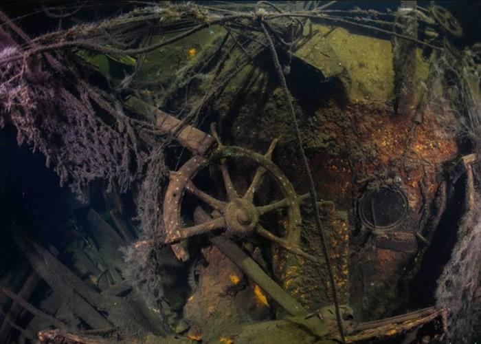 巡洋舰的内部结构仍清晰可见。