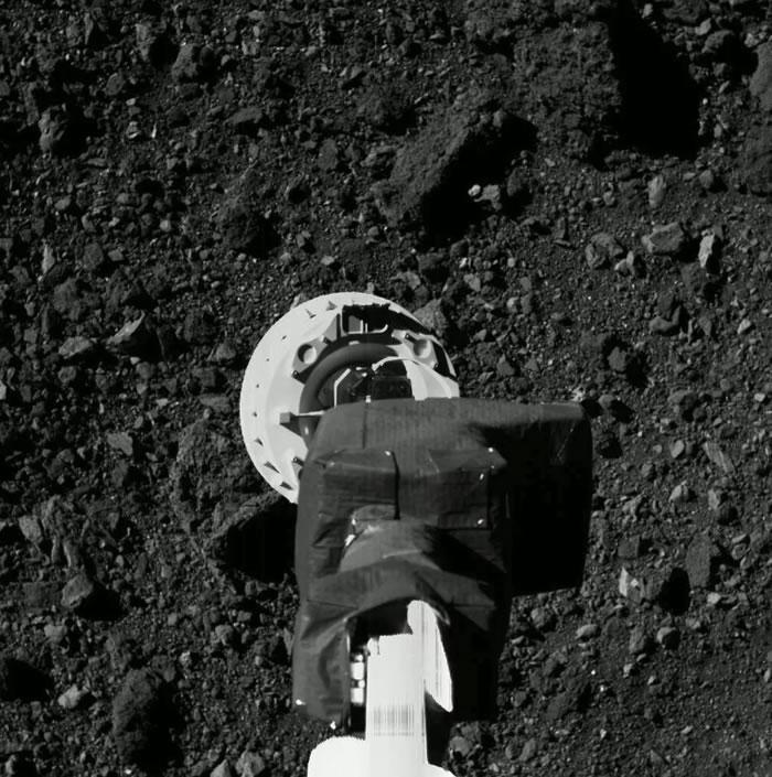 美国宇航局的Osiris-Rex探测器在小行星Bennu上进行历史性短暂着陆