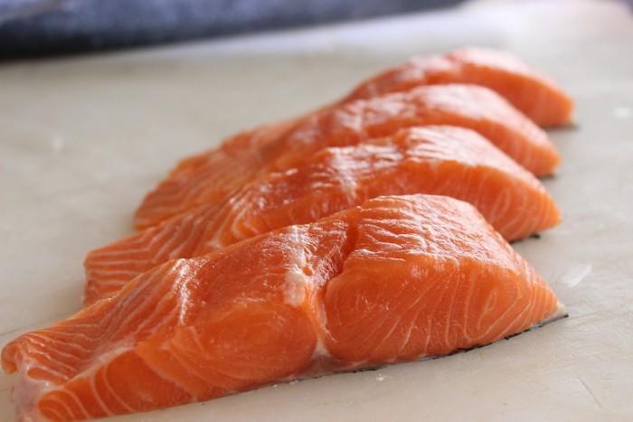 《美国心脏病学院杂志》:鱼类和核桃中发现的化合物可能有助于保护心脏病患者