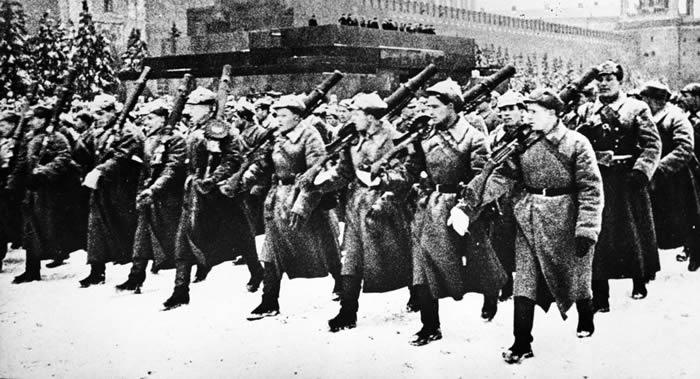 俄罗斯国防部官网发布1941年11月7日红场阅兵档案文件