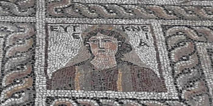 """《自由每日新闻报》:土耳其的奥斯曼尼耶省考古发现""""方块状的蒙娜丽莎""""马赛克壁画"""