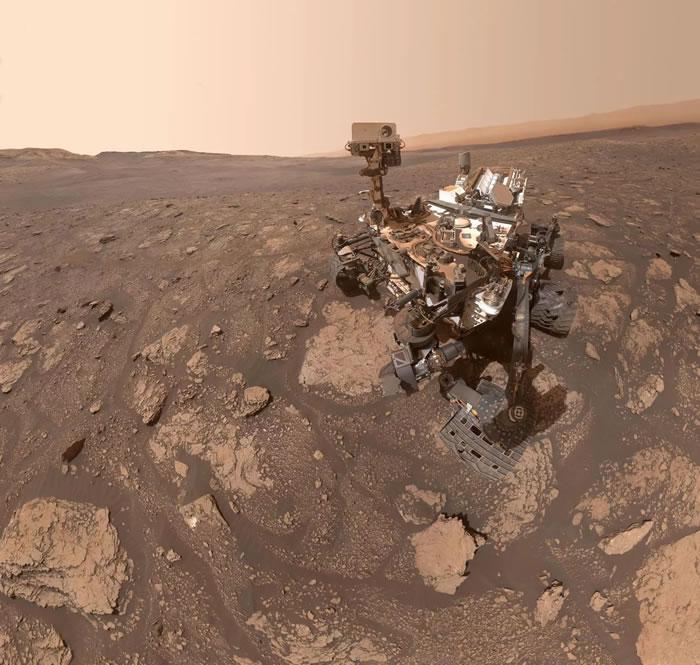 NASA好奇号探测器在火星岩石上钻了三个洞