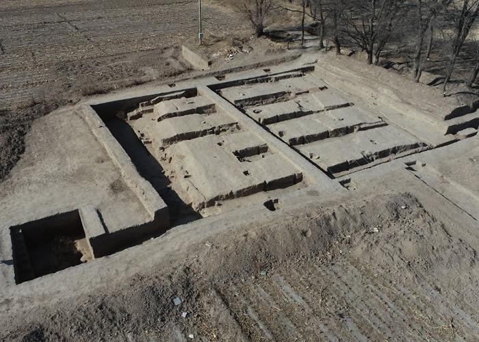 内蒙古呼和浩特市玉泉区沙梁子村发现2000年前西汉中晚期大型粮仓遗址