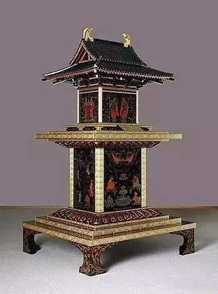 """宫殿型佛龛""""玉虫厨子""""。"""