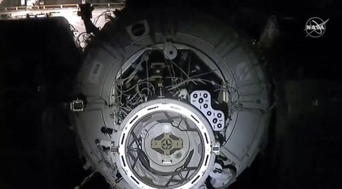 载有四名宇航员的SpaceX龙飞船成功对接国际空间站