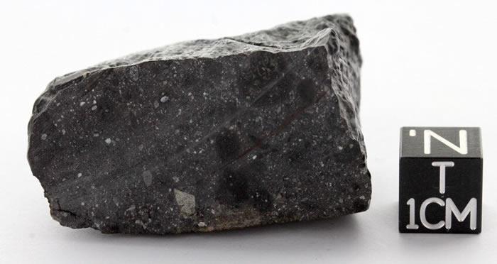 """2011年在西撒哈拉发现的44亿年历史""""黑美人""""陨石揭示火星早期经历了一次撞击"""