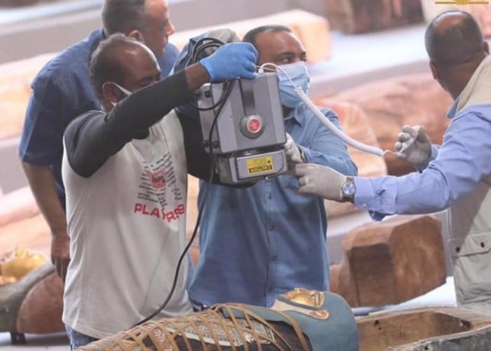 埃及吉萨省的塞加拉发现100具装有2500年前木乃伊的古代人形木棺