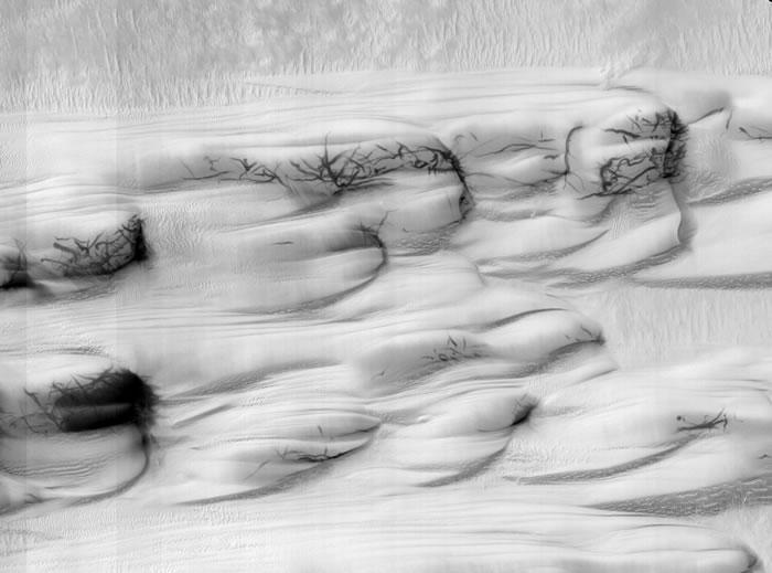 """NASA火星勘测轨道器MRO在火星上看到""""尘魔""""痕迹 像巨大怪物用爪子划过火星表面"""