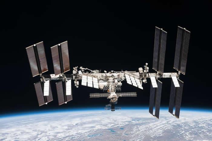 国际空间站宇航员凯特·鲁宾斯太空发文庆祝感恩节