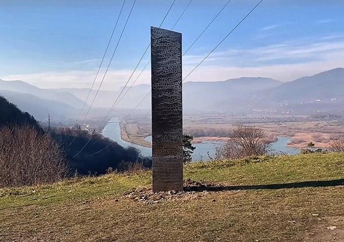 美国犹他州沙漠和罗马尼亚Batca Doamnei山的神秘金属巨碑之谜