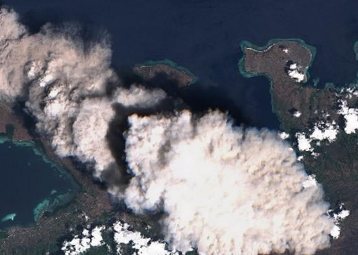 印尼东努沙登加拉省伦巴塔地区的伊里莱沃托洛科火山喷发 2800名村民需撤离