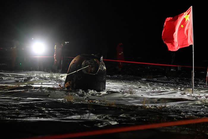 中国月球探测器嫦娥五号顺利返回地球 着陆在内蒙古四子王旗