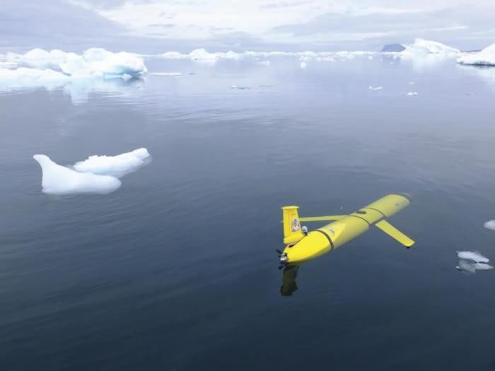 巨大的冰山A-68a很可能会撞击南乔治亚岛 英国派出水下滑翔机器人勘探