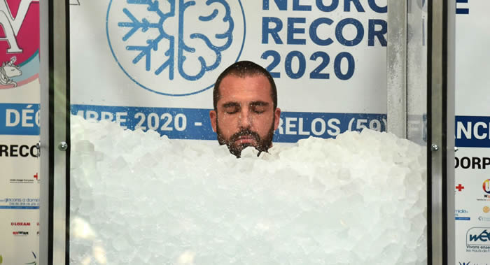 《北方之声》:法国人罗曼•万丹多尔普刷新全身接触冰块最长时间世界纪录