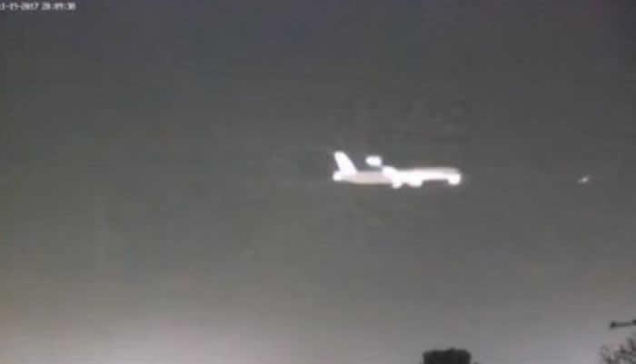 客机从英国伦敦希斯罗机场起飞时与亮红色不明飞行物体UFO擦身而过
