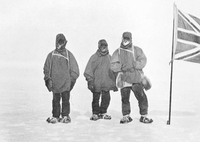 尼姆罗德探险队以雪橇运送物资。