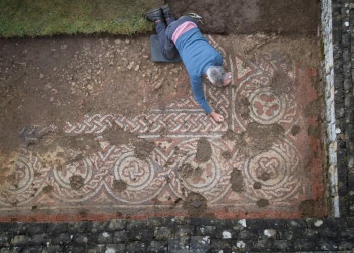 英国格洛斯特郡的切德沃思罗马别墅发现公元5世纪古罗马镶嵌马赛克地板 证黑暗时代未衰退