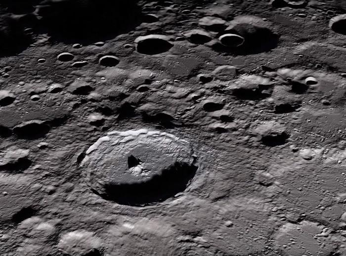《自然》:新研究指在探索月球两极时需要格外小心