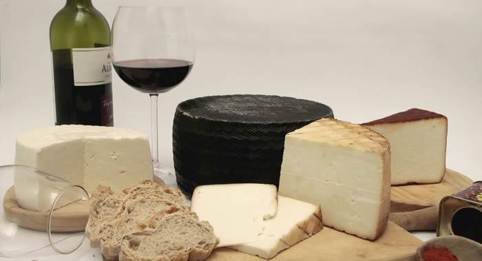 美国爱荷华大学科学家证实适量的葡萄酒和奶酪可以帮助老年人避免老年痴呆症