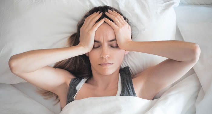 英国公司Healthspan公司医疗主管莎拉•布鲁尔谈到丛集性头疼的症状