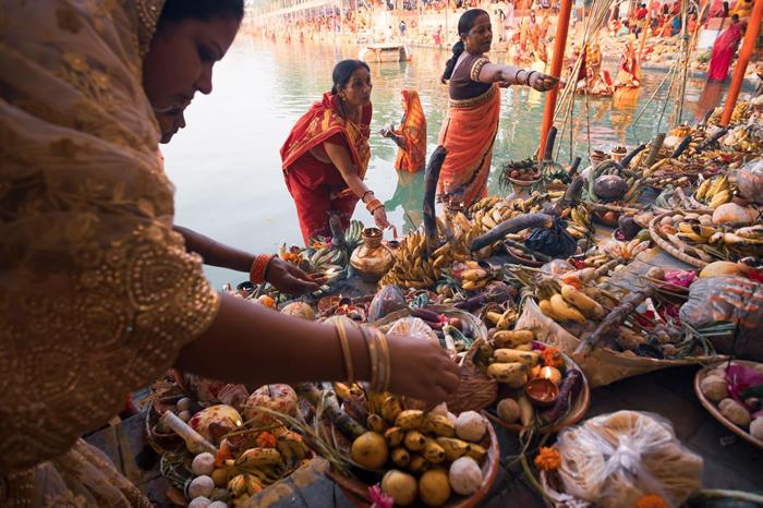 日神节(Chhath Puja)是历史悠久的印度吠陀节庆,献给太阳神苏利耶(Surya),印度、尼泊尔和其他国家等许多地区都会庆祝这个节庆。在节庆期间,大众会参