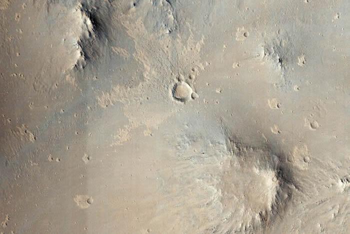 NASA训练人工智能AI发现数十个新的火星陨石坑